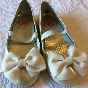 Ivory girls flats with bow